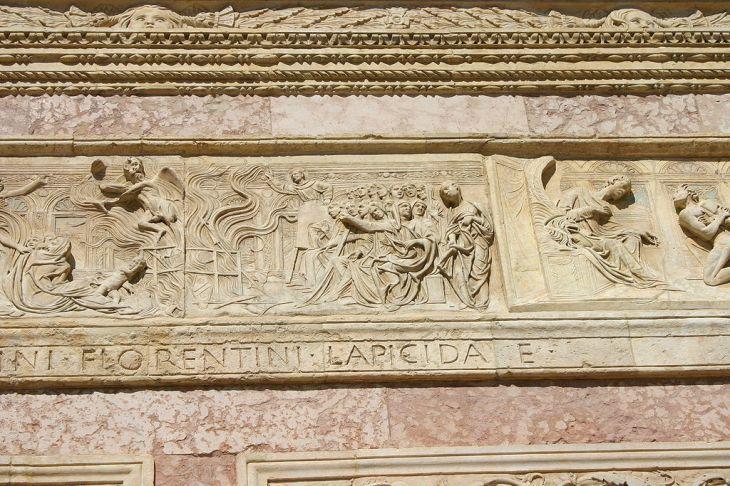 1024px-IMG_0797_-_Perugia_-_San_Bernardino_-_Agostino_di_Duccio_-1457-61-_-_Falò_delle_vanità_-_Foto_G._Dall'O2