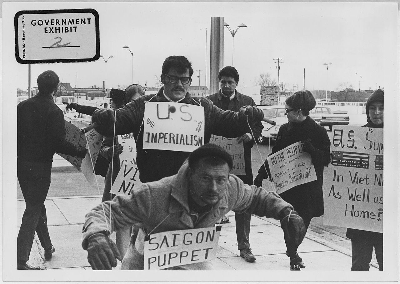 1280px-Vietnam_War_protesters._1967._Wichita,_Kans_-_NARA_-_283625