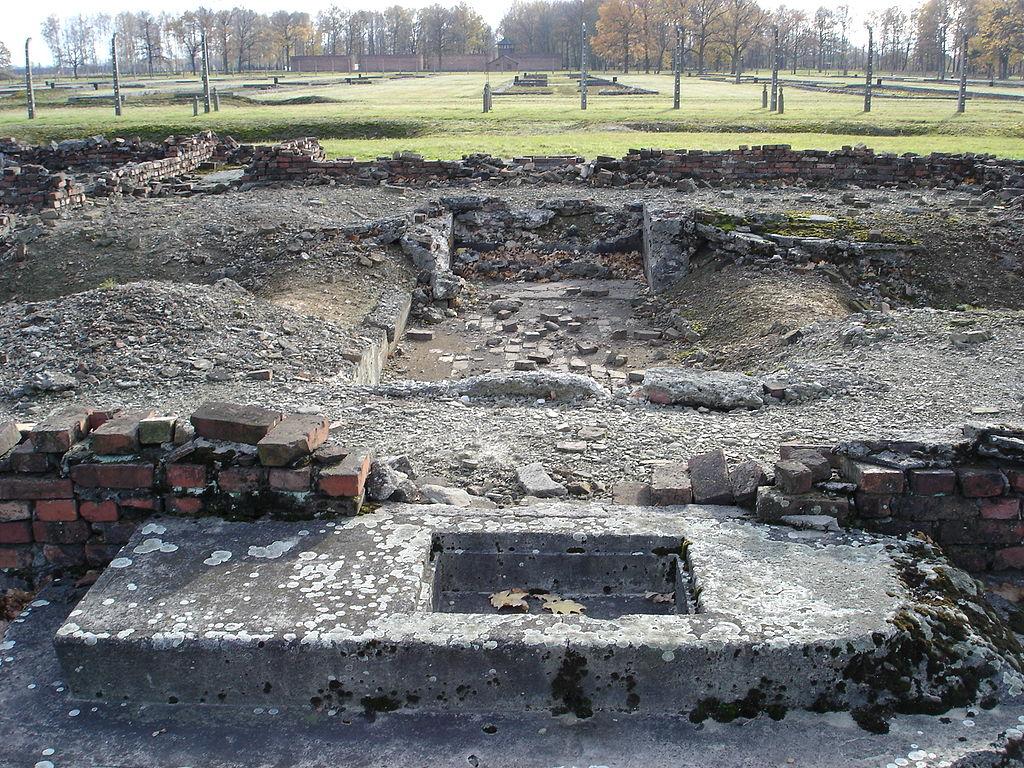 1024px-Auschwitz_Birkenau_Krematorium_IV_-_05