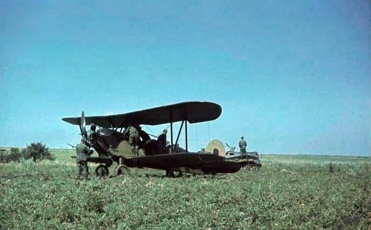 Bundesarchiv_Bild_169-0112,_Russland,_erbeutetes_Flugzeug_Po-2_-_restored Polikarpov night witches