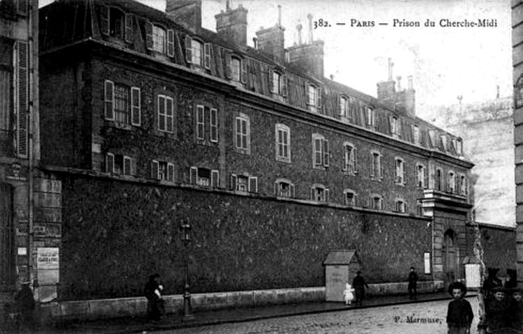 Prison_rue_du_Cherche_Midi_en_1910