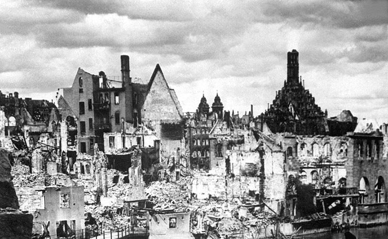 800px-Nuremberg_in_Ruins_1945_HD-SN-99-02986